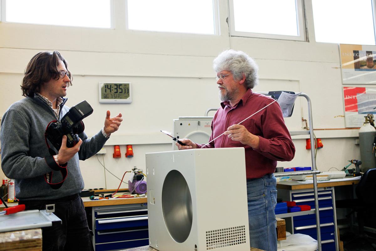 Christoph Siegert beim Shooting von Rudi Armbrecht in seiner Firma.