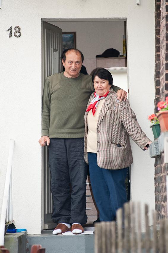 """Fahirye Aydemir lebt mit ihrem Mann seit 37 Jahren in diesem Haus in Essen-Katernberg. Ihre beiden Söhne sind schon aus dem Haus. Beide haben deutsche Frauen geheiratet aber Frau Aydemir hat nichts dagegen einzuwenden: """"Hauptsache sie sind glücklich!"""""""