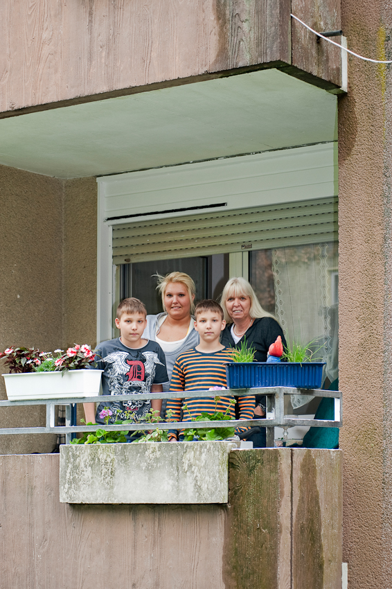 Familie Gaulke auf Ihrem Balkon in Essen Katernberg